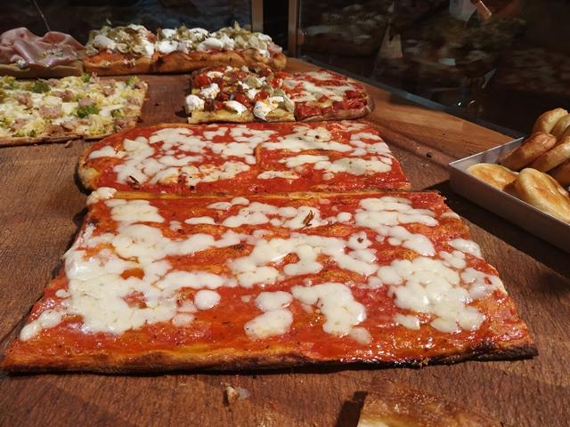 La pizza dell'antico forno Roscioli