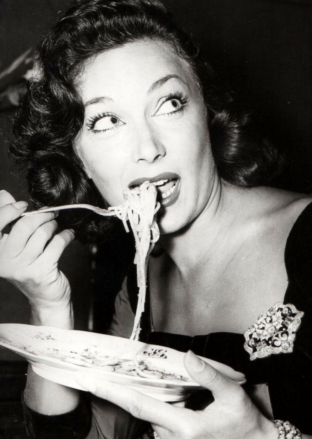 Spaghetti che affascinano donne di fascino