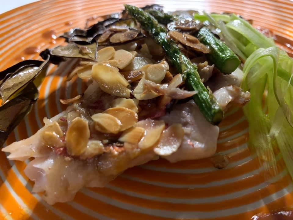 Taverna del Capitano -Triglia e mandorle con asparagi e zucchne