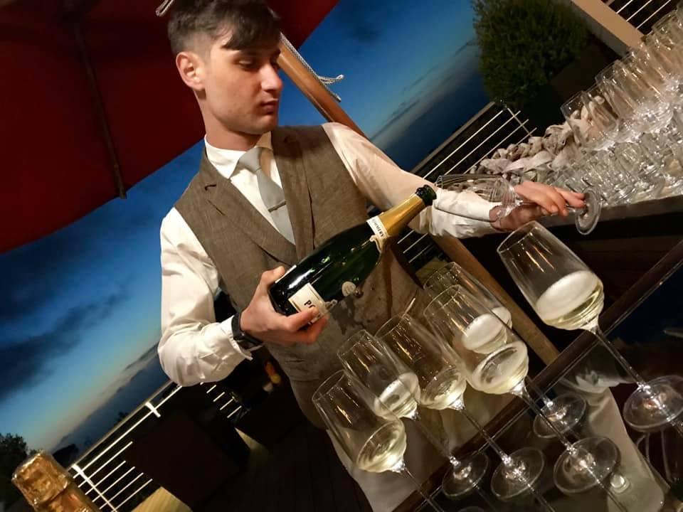 Il Servizio dello Champagne al Bar degli Artisti