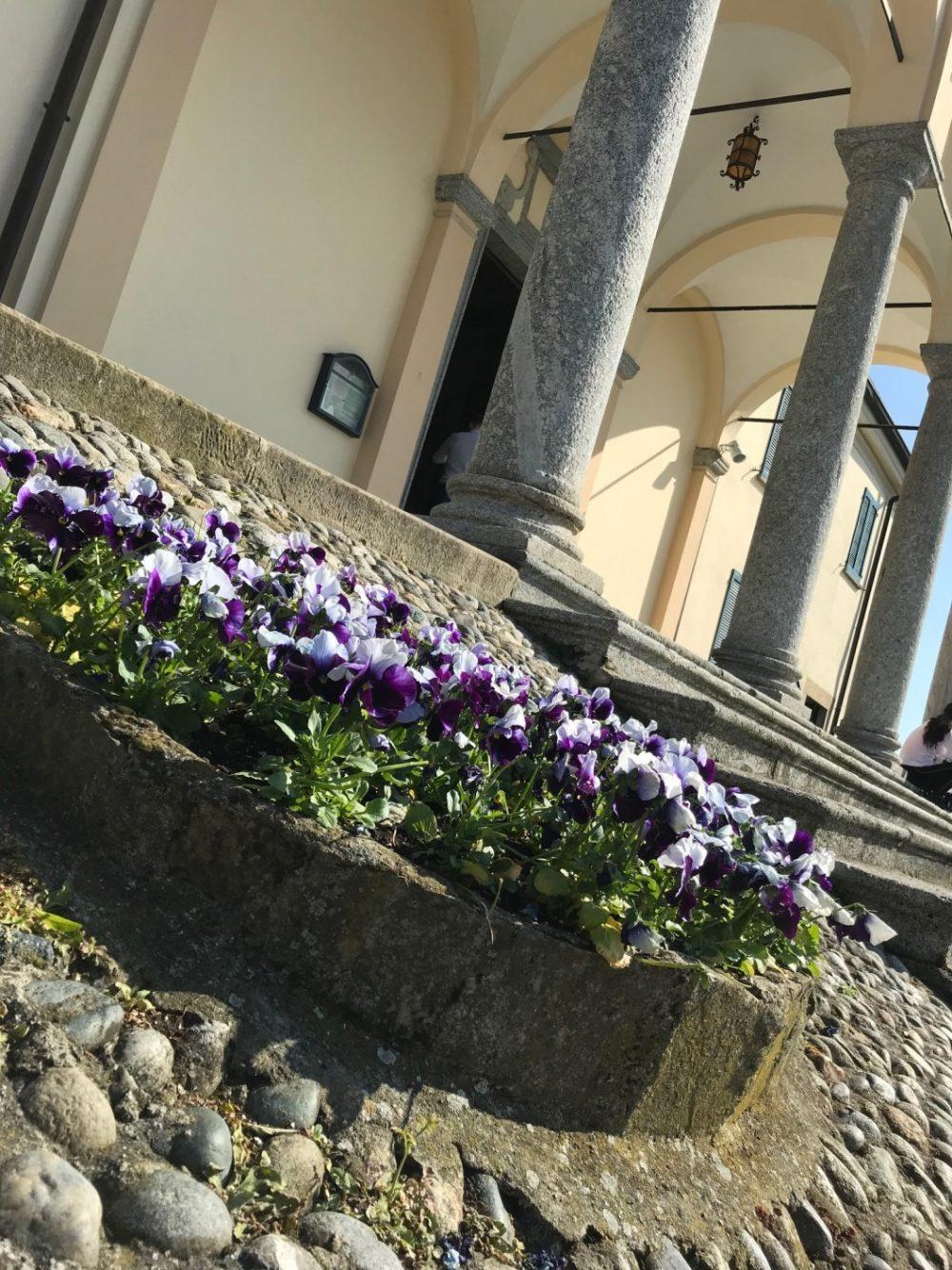 Il premio floreale dopo la salita al Santuario