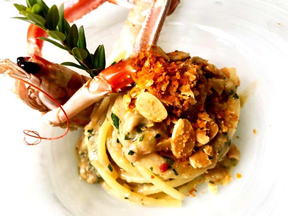 Ziqu - Spaghettone, Aglio, Olio e Peperoncino, finissima di pesce, Scampi, Mandorle tostate