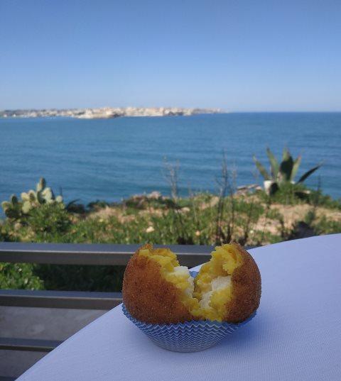 Le Soste di Ulisse - Arancino allo zafferano, ricotta e limone