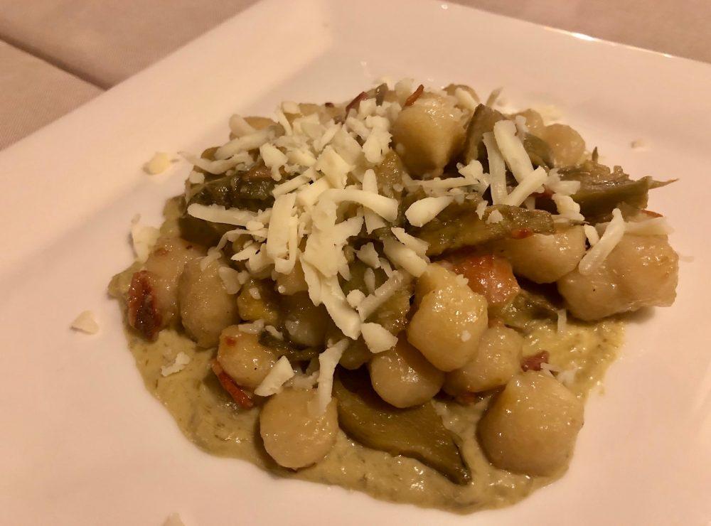 Osteria Robebuone, gnocchi con crema di carciofi, pancetta e provolone