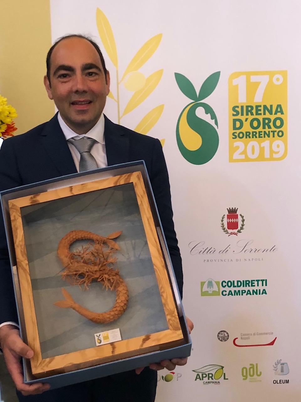 Piero Matarazzo col premio Sirena D'Oro