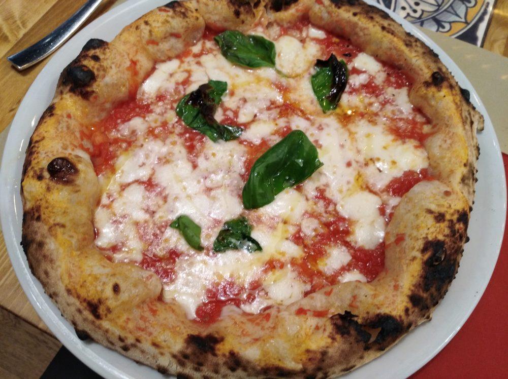 Pizzeria DaZero a Milano Pizza Margherita