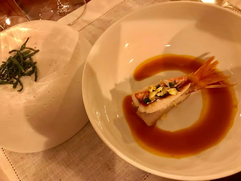 Martina Caruso - Triglia con le sue frattaglie e salsa al caciucco. Salicornia olio e limone