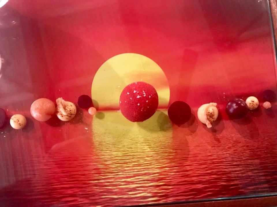 Giuseppe Biuso. Rosso...si Sfera. Gambero rosso di Mazara, barbabietola, lampone e peperoncino