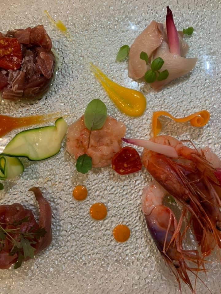 Ristorante Alessandro Feo - Il crudo - tartare di tonno, sashimi di ventresca,carpaccio di ricciola, tartare di gambero rosso, gamberoni rossi