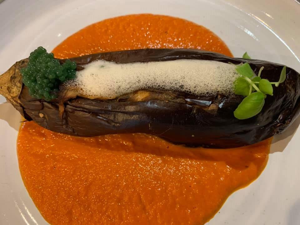 Ristorante Alessandro Feo - La mia parmigiana, tuggli gli ingredienti della parmigiana dentro una melanzana