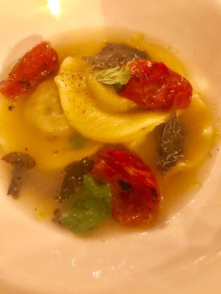 Martina Caruso - bottoni di melanzana, brodo di nepitella, foglie di cappero e pomodorini