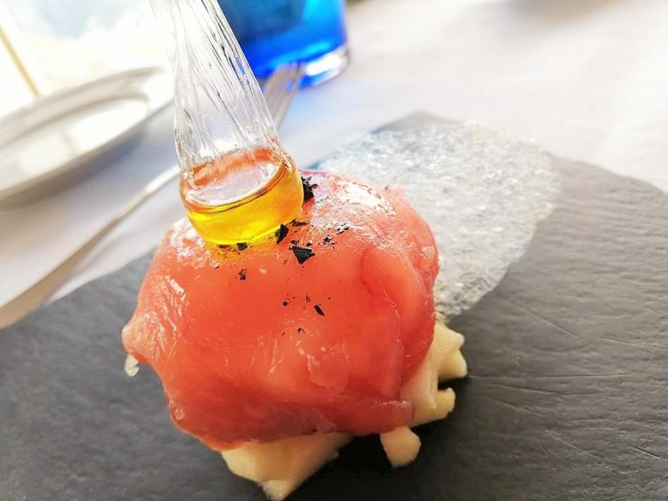 DA SALVATORE - Bon Bon di tonno con sfera di olio evo