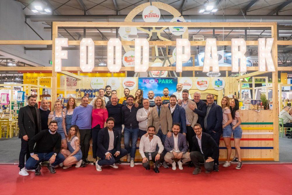 Foto di gruppo in chiusura di Food Park