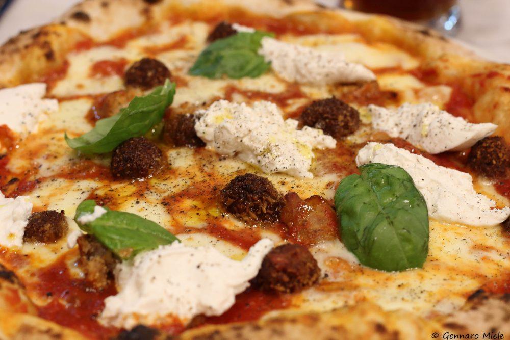 La pizza Elena Ferrante