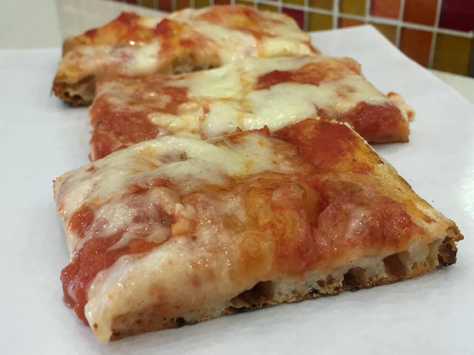 Pizzeria Febbi, tranci di margherita