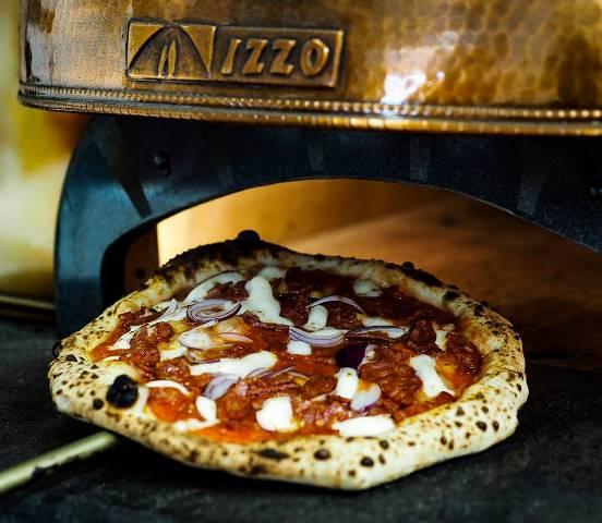 Pizzeria Luca - Cipolla e Salame Piccante