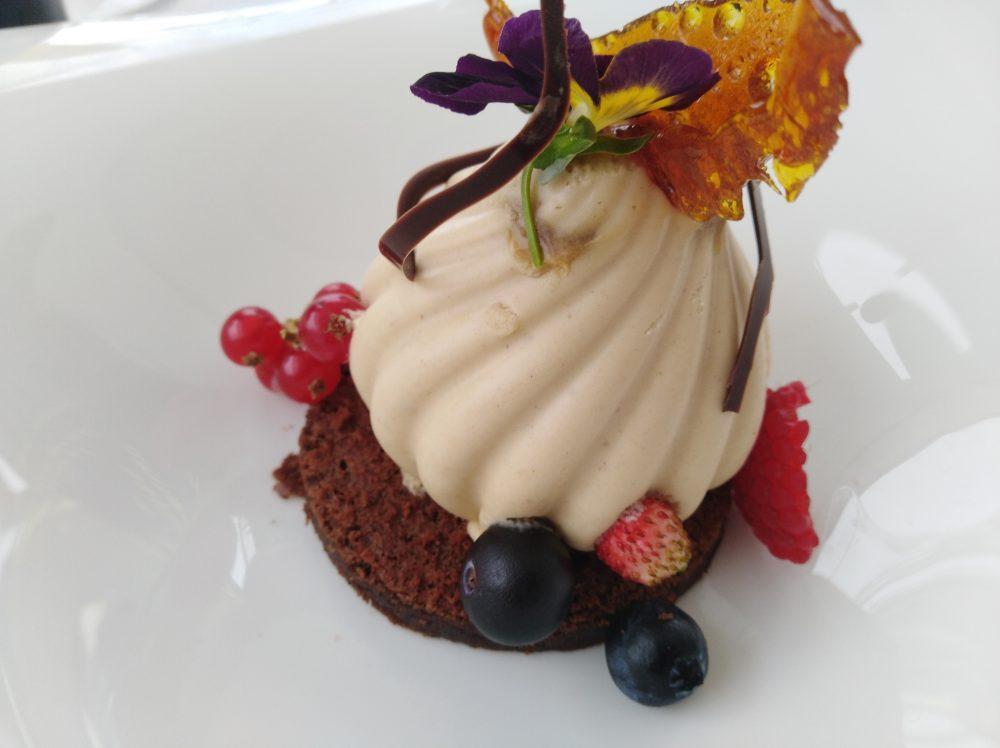 Ristorante Melchio' - Bavarese alla nocciola, caramello salato e frutti di bosco