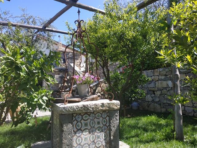 Villa Rosa di Nonna Rosa - un angolo del giardino
