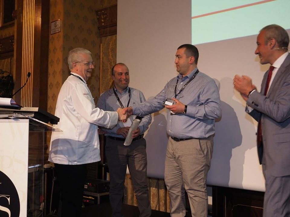 Giuseppe e Prisco Pepe ricevono il premio per il fratello Alfonso