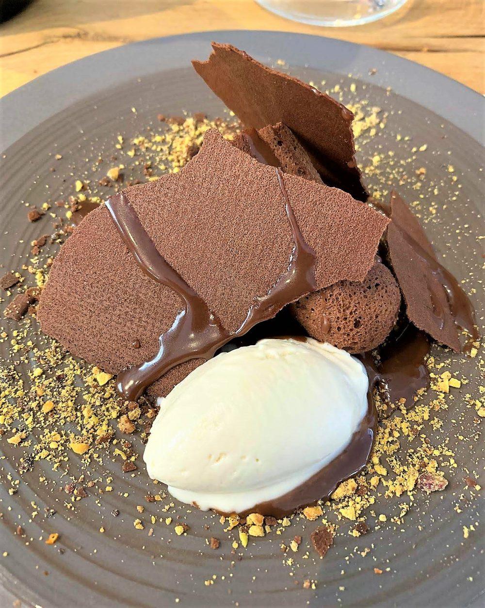 Exit, Variazioni di cioccolato e gelato alla mandorla