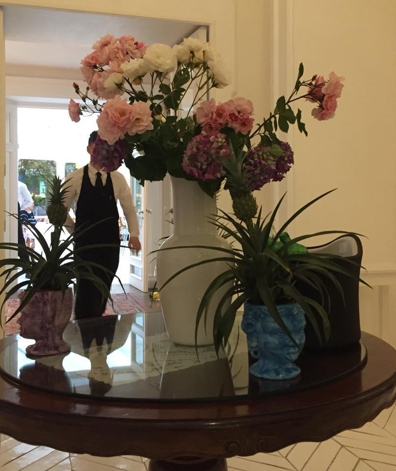 Don Alfonso 1890, il tavolo centrale con i fiori freschi