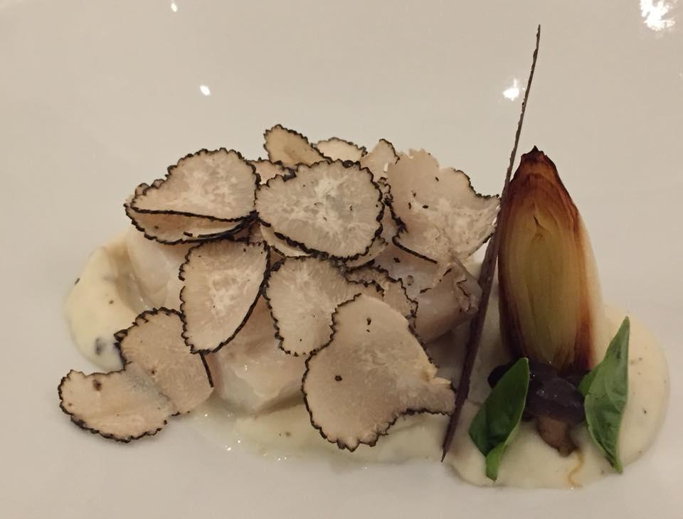 Don Alfonso 1890, merluzzo, crema di cavolfiori, porro arrostito e tartufo nero