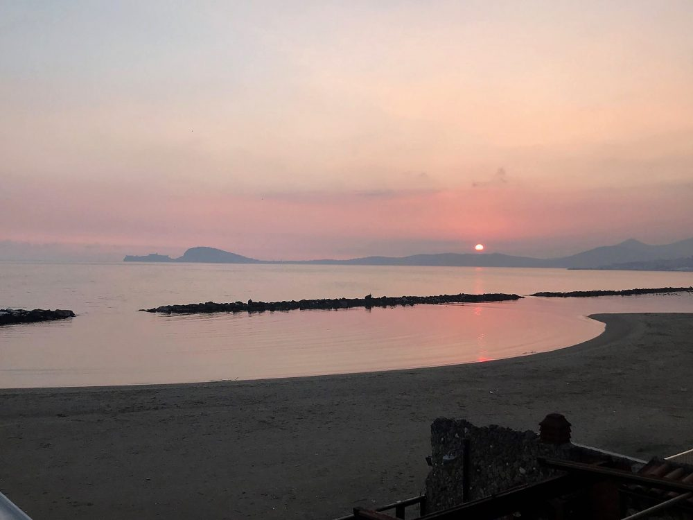 Da. Ni'. Formia – spiaggia in fondo al viale, tramonto Golfo di Gaeta