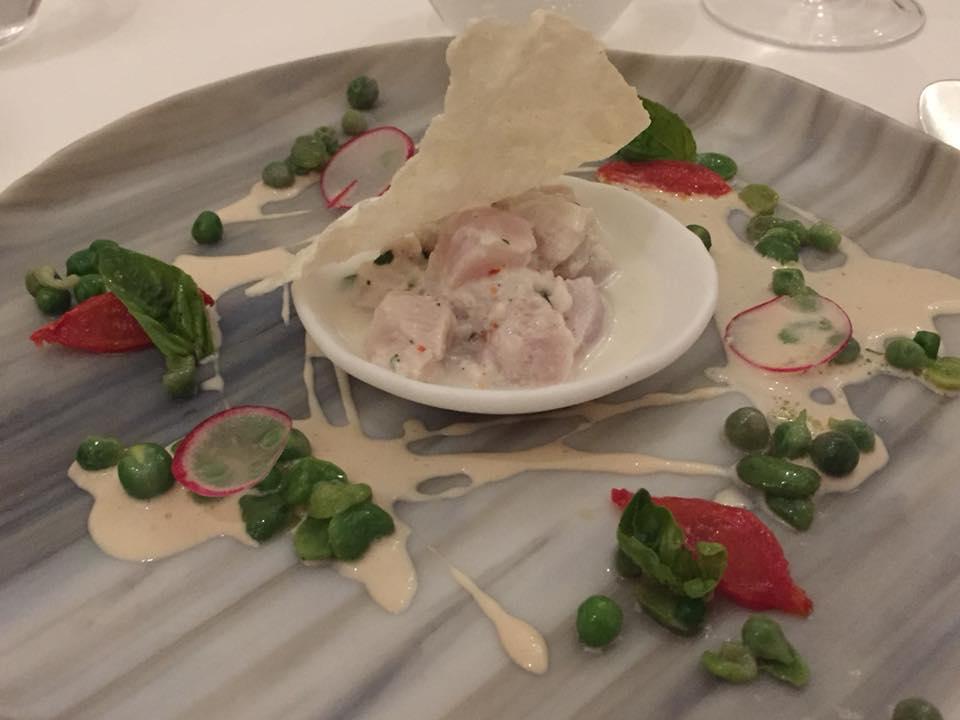 Don Alfonso 1890, dentice marinato allo yogurt di bufala, limone e peperoncino come una ceviche, con salsa di sesamo bianco e ortaggi