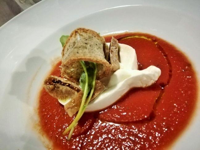 Pineta 1903 - Burrata su colatura di pomodori antichi e fichi secchi