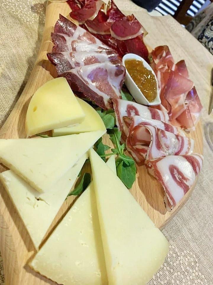 Braceria Barone - Il tagliere con salumi e formaggi