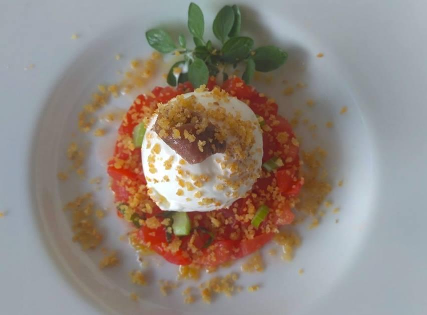 Crivella - Gelato all'olio evo con alici di Menaica su panzanella pomodoro e basilico