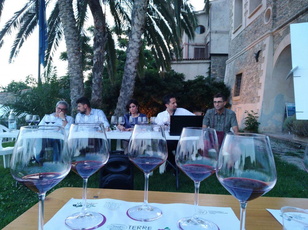 Degustazione Aglianicone con i relatori Luigi Maffini, Ciro Macellaro, Chiara Giorleo, Valerio Conza e Sergio Pappalardo