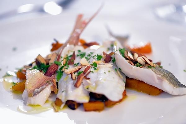 Il Pacchero Solitario - filetti di orata selvaggia al vapore zucca confit e mandorle