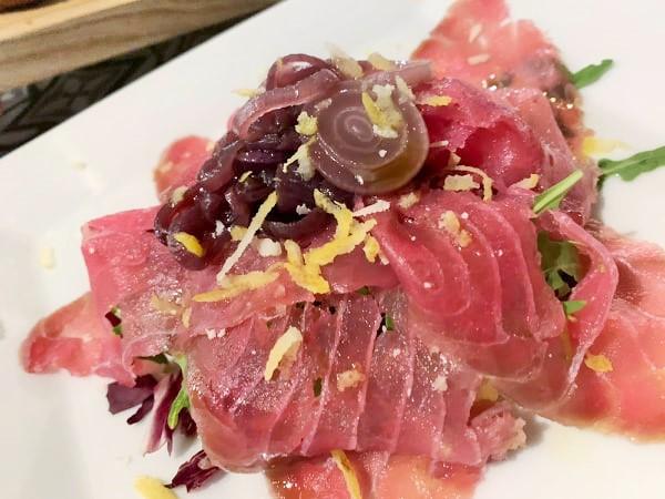 Da Mimi' - Carpaccio di tonno marinato con cipolle caramellate