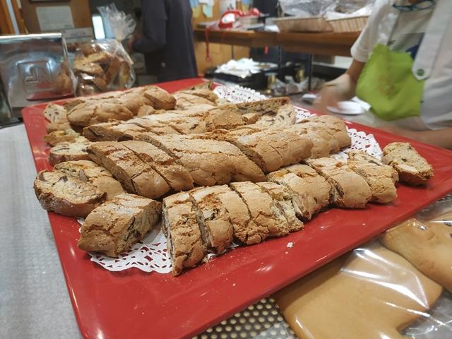 Pasticceria Purificato, i biscotti alle mandorle