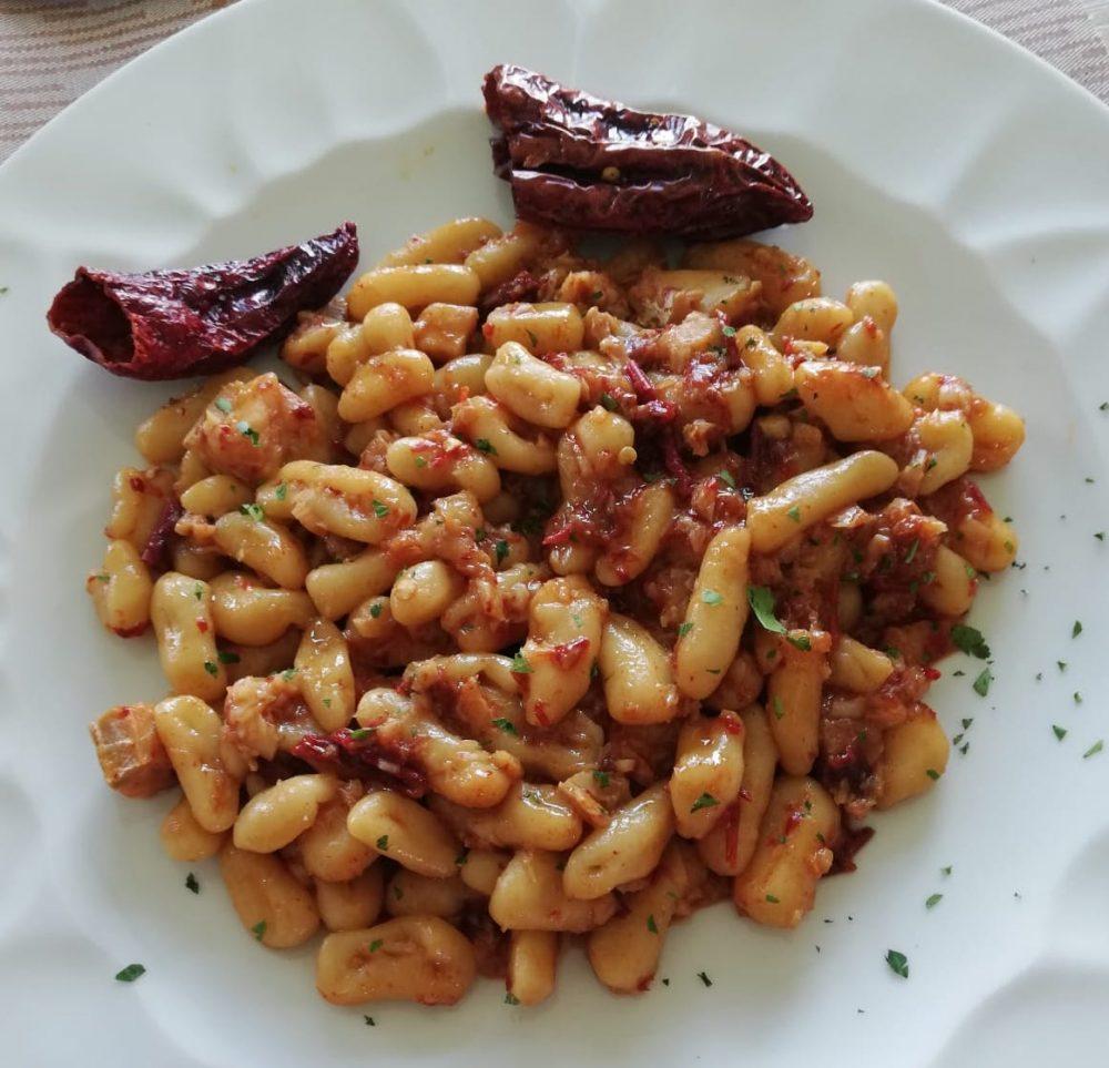 Pizz e Maccarun Cavatelli di mare fatti in casa con baccala' e peperoni cruschi.