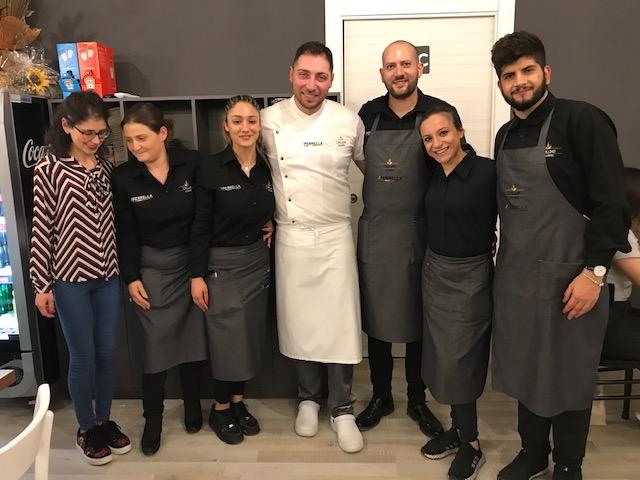 Pizzeria De Luxe - Enrico De Lucia e staff della sala