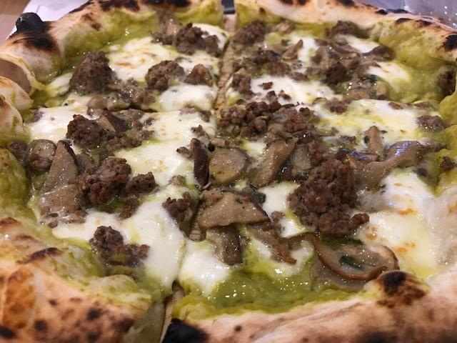Pizzeria De Luxe - Pizza Boscaiola Suessolana
