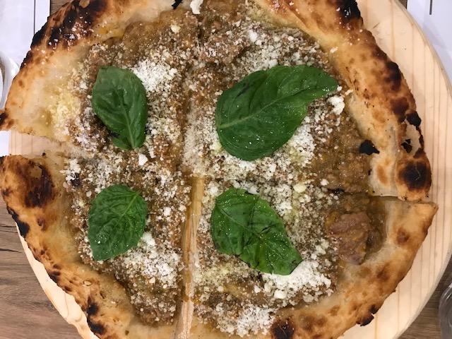 Pizzeria De Luxe - Pizza Montanara fritta e al forno Genovese