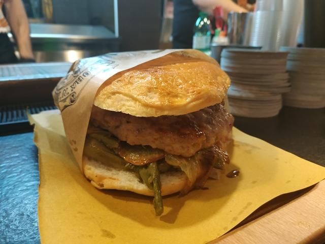 Pork'n'Roll La Bottega - il medaglione con mozzarella di bufala, asparagi ripassata, pancetta stagionata