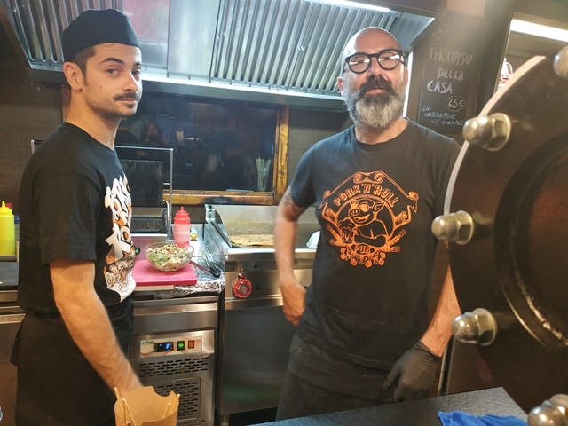 Pork'n'Roll La Bottega - lo staff in postazione