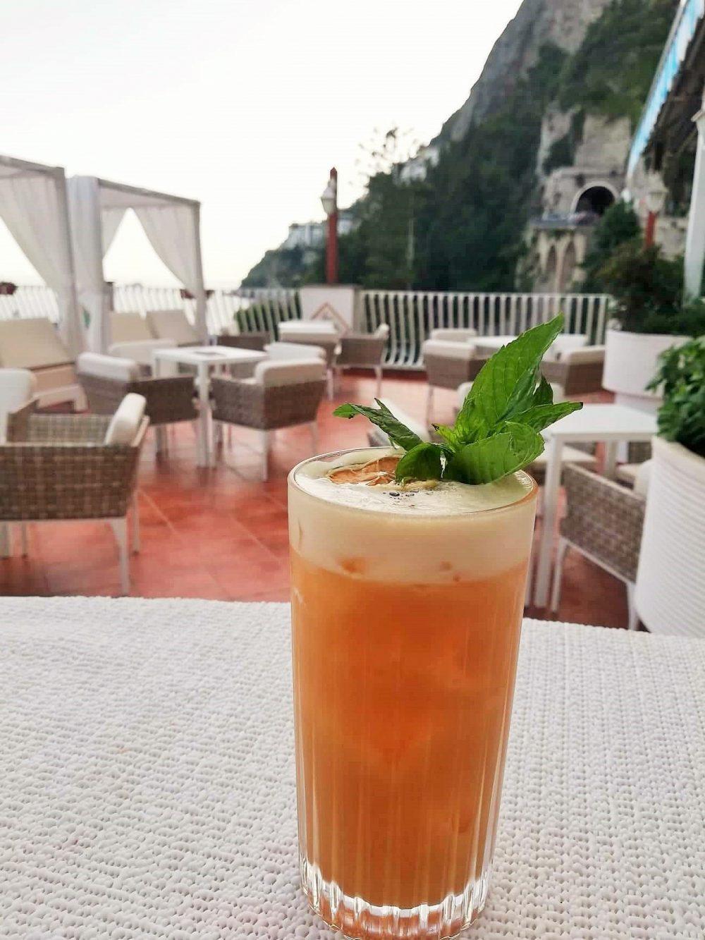 Sea Waves Bar - Drink con Rum, succo d'ananas, lime, Falernum e sherry