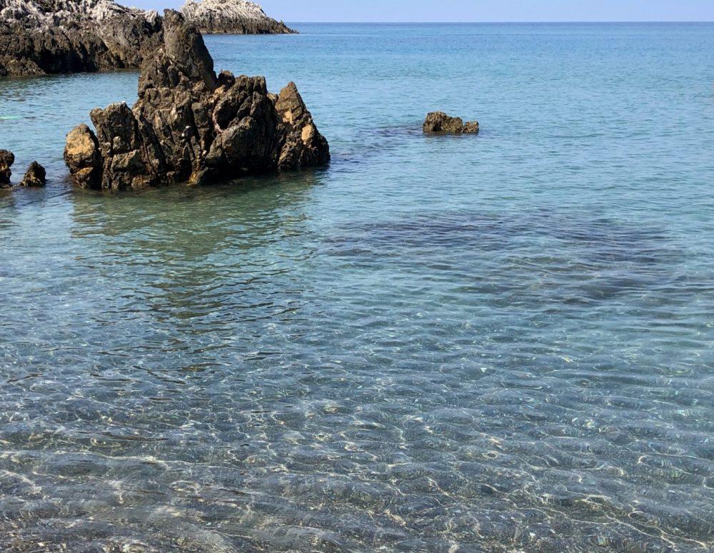 Il mare cristallino nei pressi della Scogliera