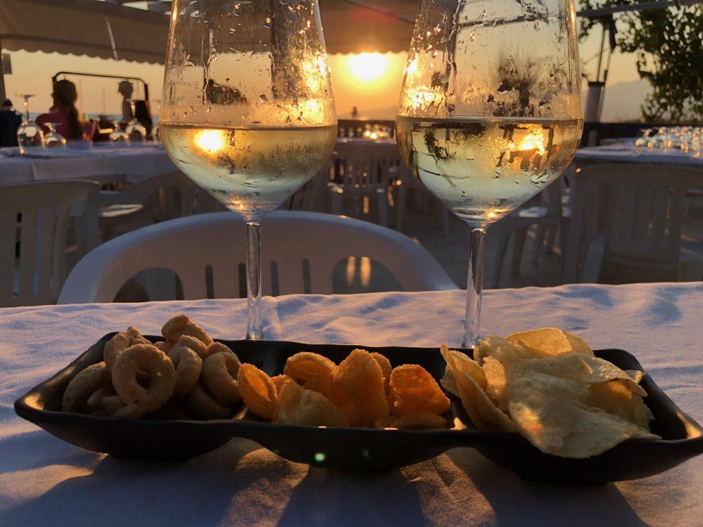 La Scogliera - Un calice di vino