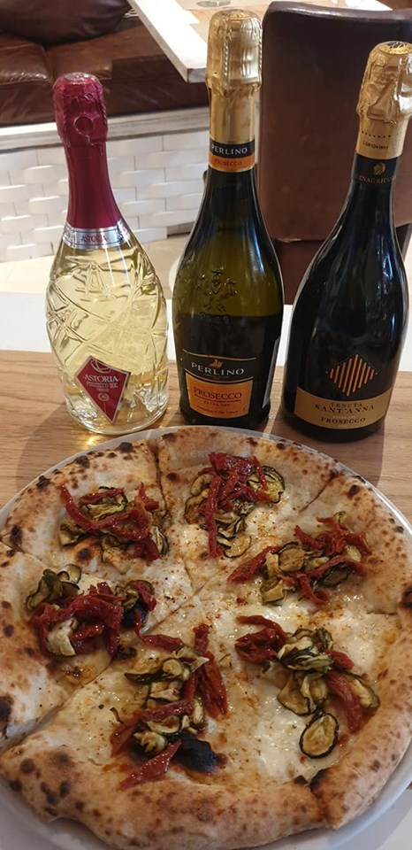 Mozzarella affumicata, zucchine alla scapece D'Amico, filetto di pomodoro semi secco D'Amico, paprica dolce affumicata