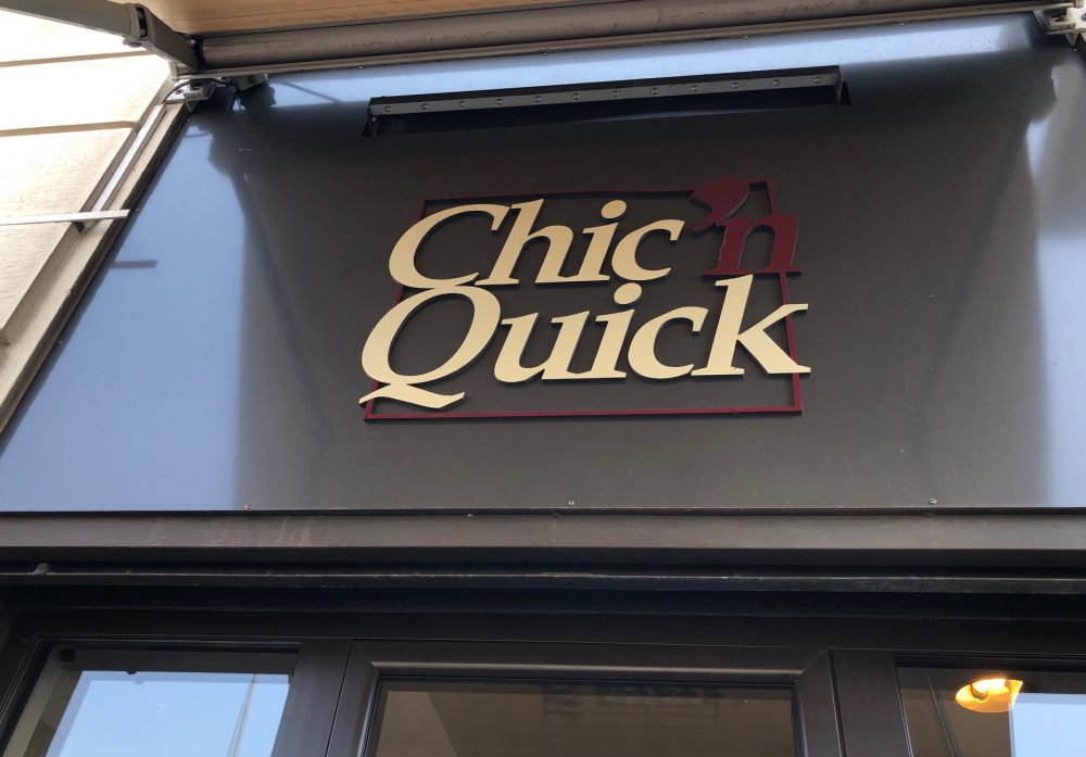 Chic 'n Quick - Insegna