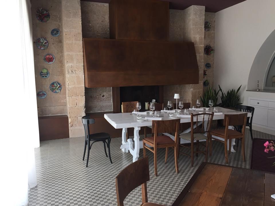Ristorante Casamatta, Vinilia Wine Resort, il camino della sala da pranzo