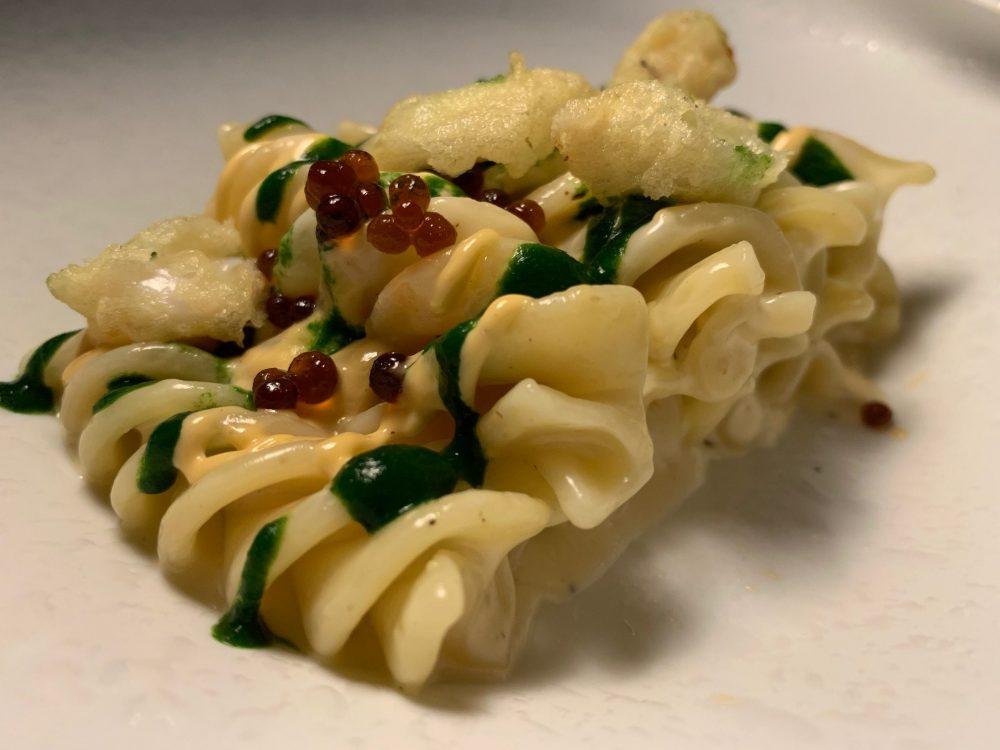 Sensi Restaurant - Fusillone cacio e pepe con salsa di ricci, caviale di soia e calamertto fritto