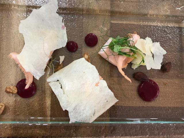 Agape Ristorante - Seppia marinata con acqua di rapa rossa, suo croccante con mandorle salate e guacamole