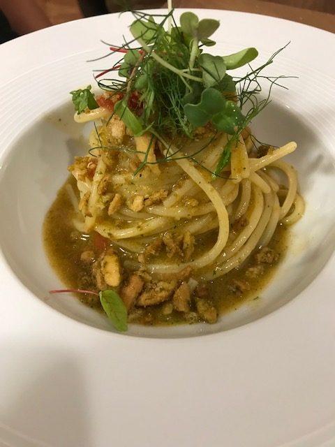 Agape Ristorante - Spaghettone con pomodorini, colatura di alici di Cetara e freselle di Sant'Agata dei Goti alle erbe aromatiche